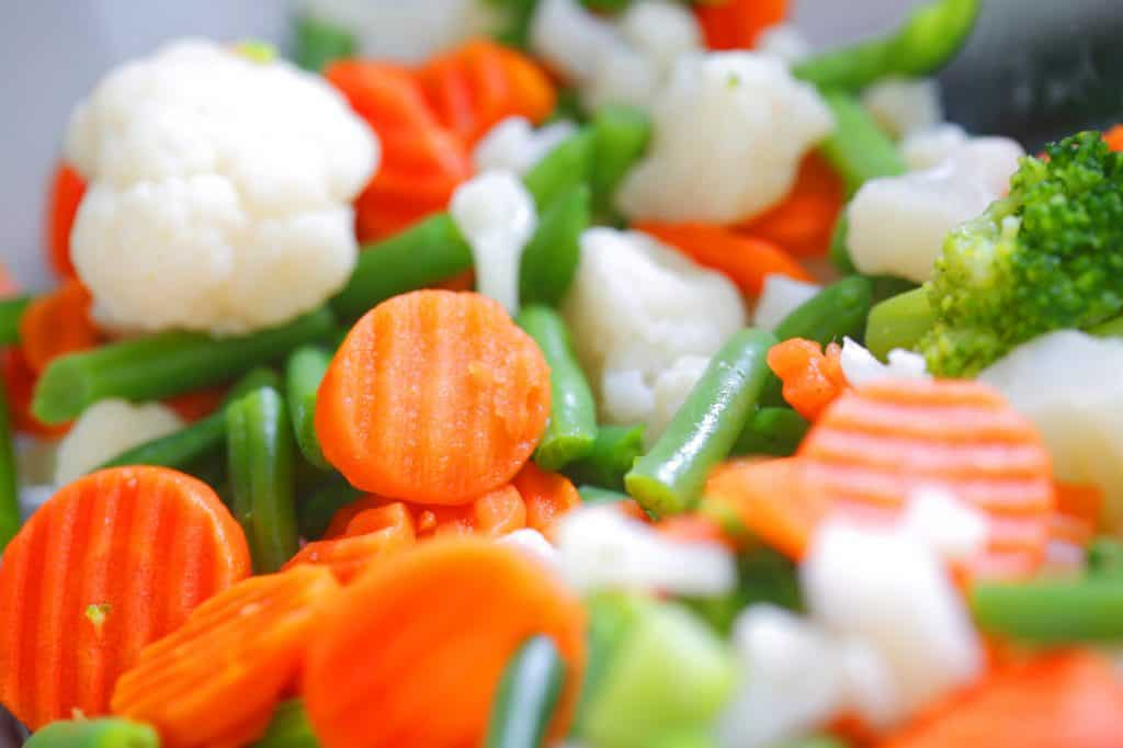 steamed carrots, cauliflower, and green beans